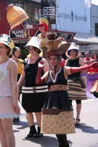 The Lampshade Ladies (@Viva la Gong 2011)