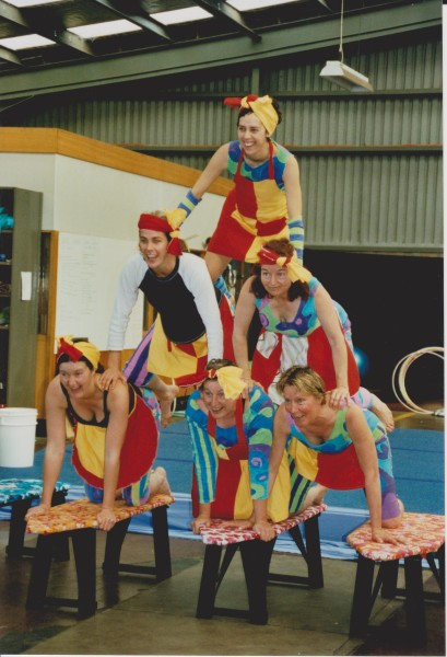 A hilarious romp through the waves with the girls of the South Coast life savers. Larrikin clowning and acro-balance come together in this 5-6 person 4 minute performance.